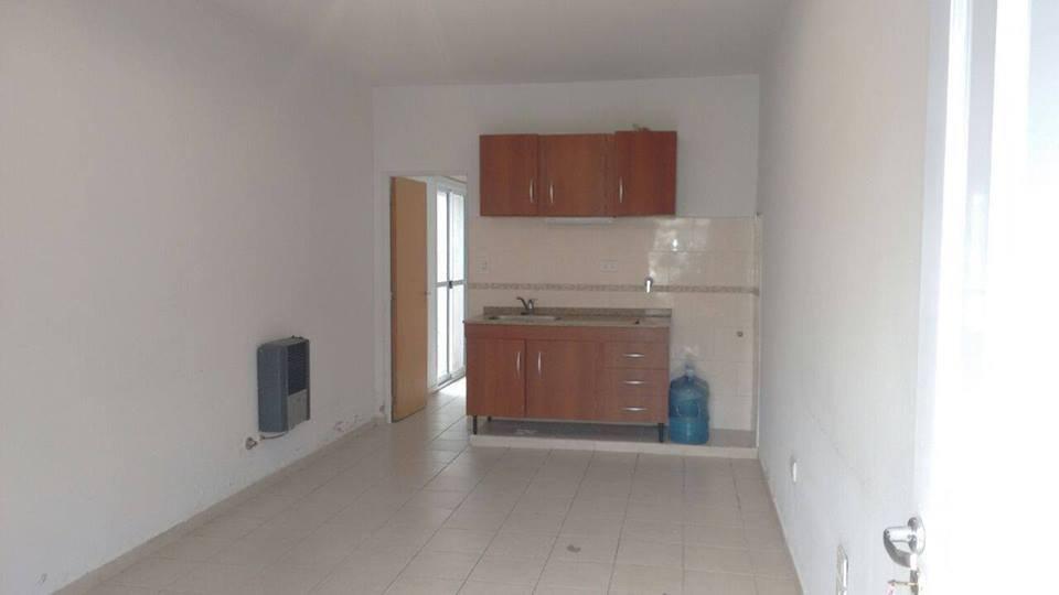 Casa en Alquiler de 1 Dormitorio y Patio. Barrio 30 de Octubre